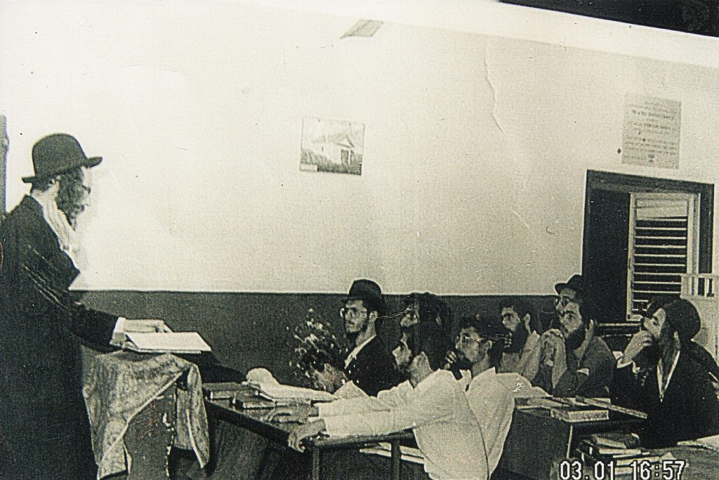 Rav Berland teaching in Shuvu Banim Yeshiva in Bnei Brak