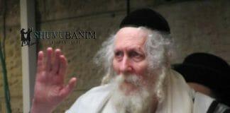 Rav Berland waving to the kehilla