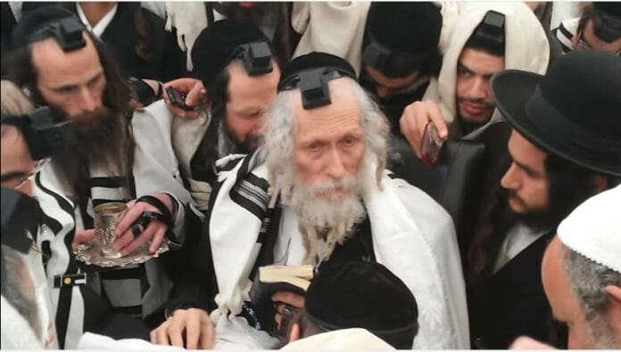 Rav Berland at the brit of the miracle baby