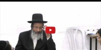 Rav Avraham Hajbey giving a Torah shiur