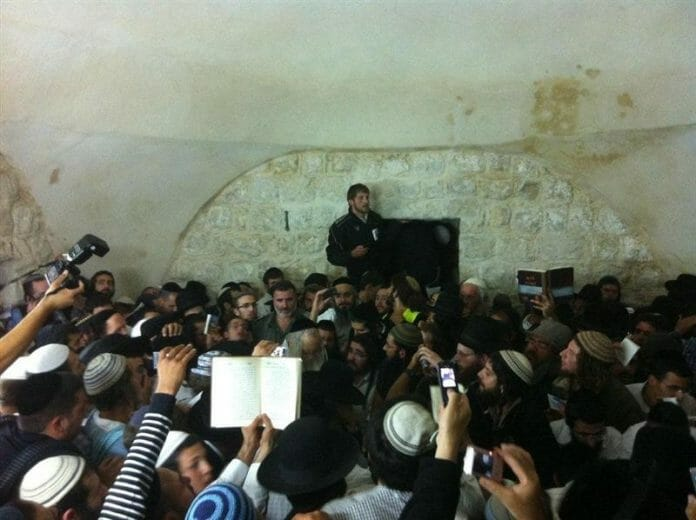 Rav Berland at Kever Yosef