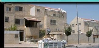 Picture showing the front of Rabbi Berland's apartment in Beitar