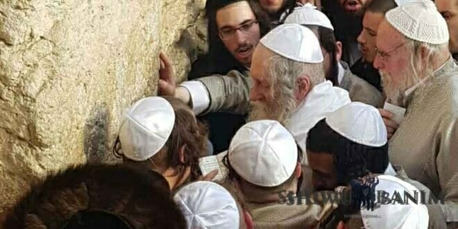 Rav Berland goes up to the Kotel