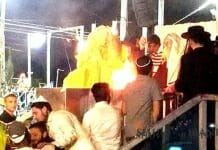 Rabbi Berland lighting the bonfire in Meron