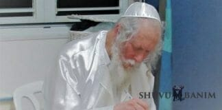 Rabbi Berland writing a letter