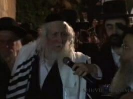 Still of Rabbi Berland talking about Gog and Magog to the crowds at Hevron