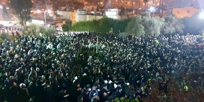 A crowd of Rabbi Berland's followers at a prayer gathering in Hevron