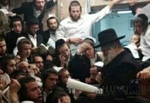 Rabbi Berland reading the Kinnot on Tisha B'av