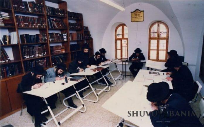 Shuvu Banim class in Jerusalem