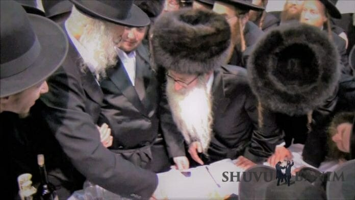 Amshinov Rebbe with Rav Berland